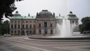 Brunnen vor dem Japanischen Palais, Dresden