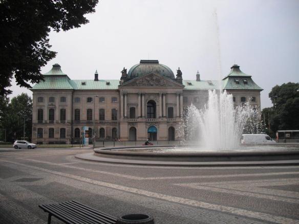 Japanisches Palais mit Springbrunnen, August 2013