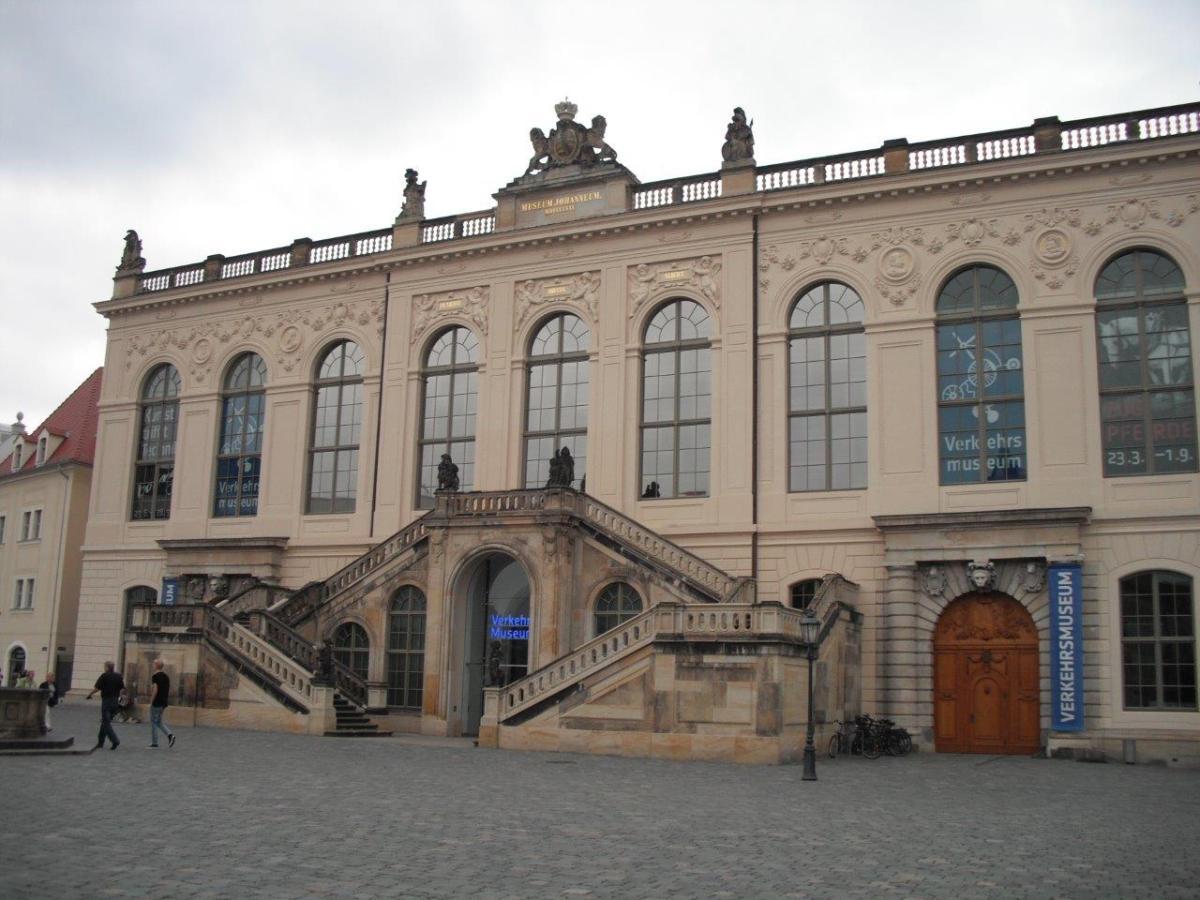 Dresdner Verkehrsmuseum: Besucherrekord 2011 / Verwirrung um Prozentzahlen