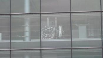 Detailansicht der Gläsernen Manufaktur in Dresden (von außen fotografiert), August 2013