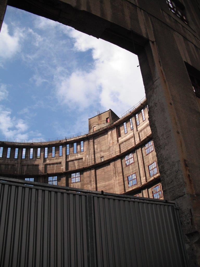 Blick in die Ruine des Erlwein-Gasbehälters, Dresden-Reick