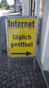 Auch Molwanien setzt auf digitale Vernetzung.Gesehen in Niederbayern