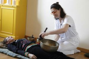 Trattamento con campane tibetane nel post parto