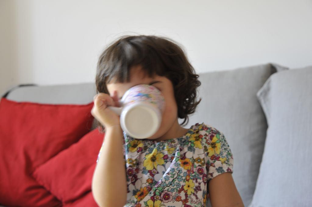 Un latte di crescita con fibre, per bambini con carenza di fibre