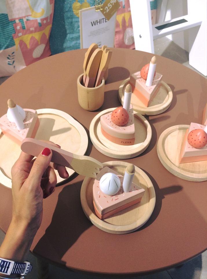 Set in legno per dolci e torte di compleanno. Flexa
