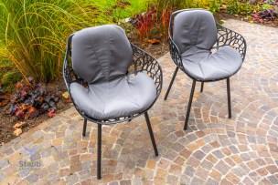 Das Toppermaterial legt sich schön in die Form des Stuhles.