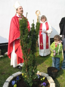 Bishop Lee of Swindon planting a yew tree at the start of our centenary celebrations in 2007