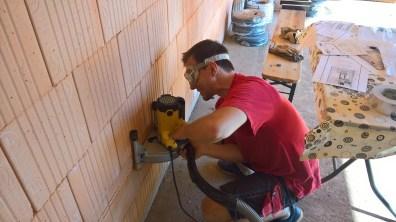 Vyřezávání drážky pro elektroinstalace