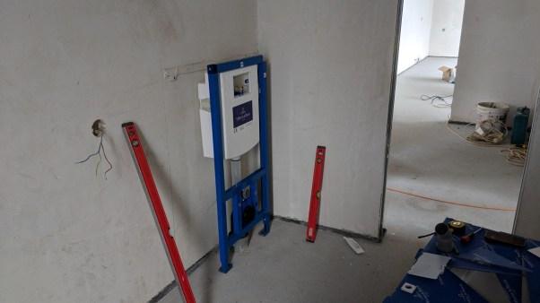 Podomítková nádrž k WC