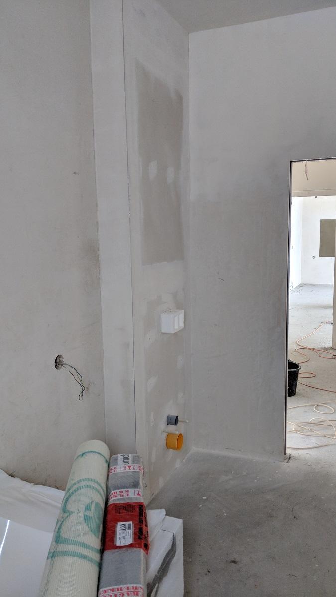 Podomítková nádrž WC obložená sádrovláknitou deskou Fermacell