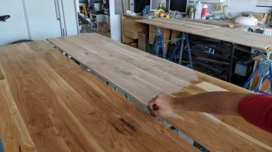 Natírání dřeva tungovým olejem