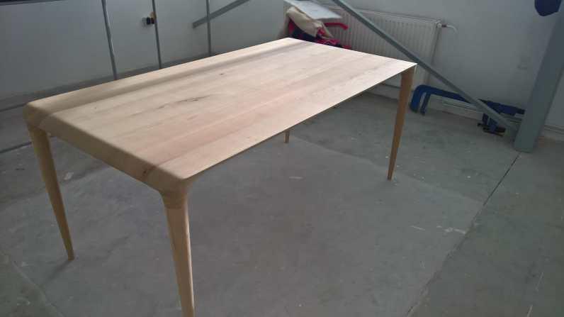 Stůl Figure ve výrobě