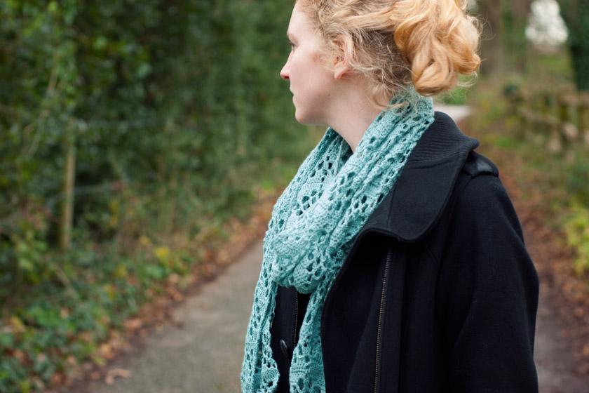 Crochet scarf loose around neck