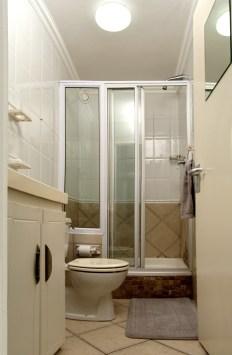 Ocean view Bachelor Apartment Bathroom
