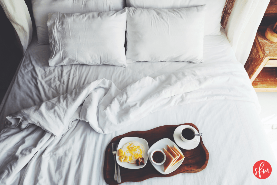 Helpful tips for hitting your macros when traveling or in a hotel #stayfitmom #macros #macrodiet