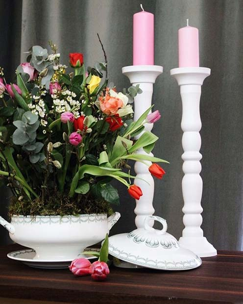 Flowers and Candles Vintage Wedding Decor Idea