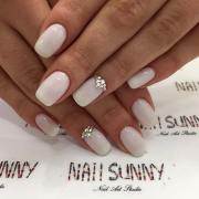 pretty wedding nail ideas brides