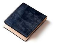 ネイビーの二つ折り財布