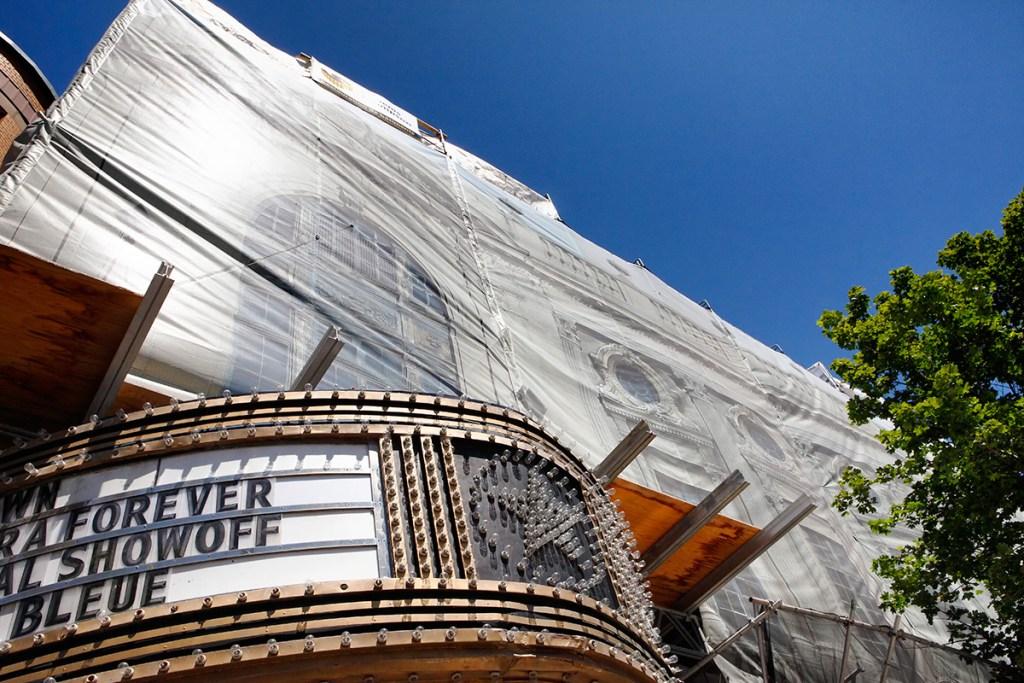 Restauration de la facade du theatre rialto au 5723 avenue du parc travaux effectués par stdenisthompson.com photos par vistaphoto.ca