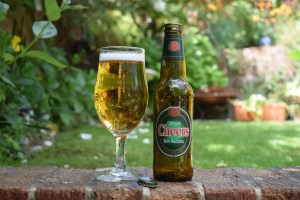 Cerveja Cheers Branca non-alcoholic lager bottle and glass