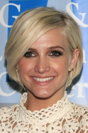 ashlee simpson with bangs and black