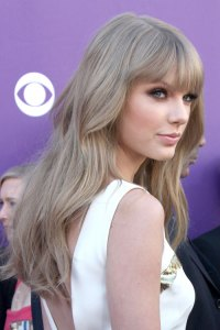Taylor Swift Wavy Ash Blonde Straight Bangs Hairstyle ...