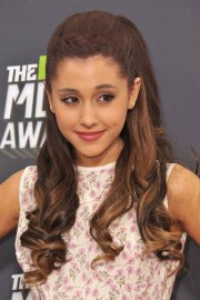 ariana grande wavy medium brown