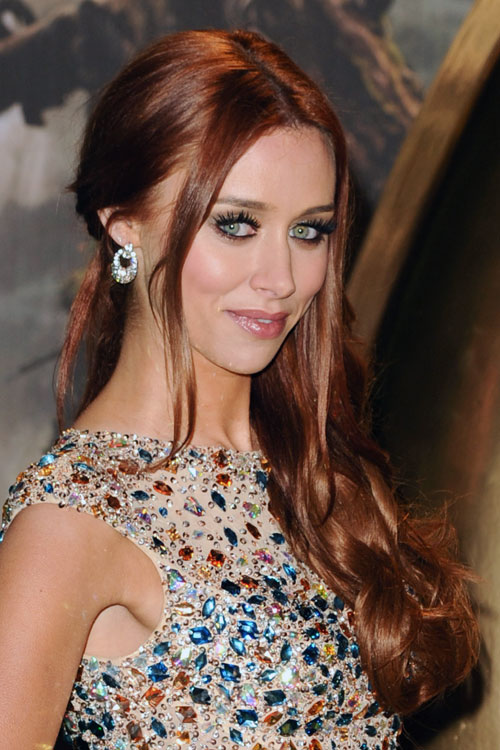 Una Healys Hairstyles Amp Hair Colors Steal Her Style