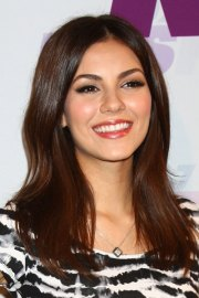 victoria justice straight hairstyle