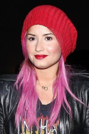 demi lovato's pink hair steal