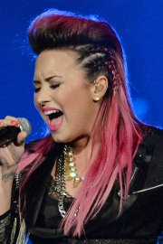 demi lovato hair steal style