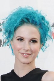 hayley williams curly blue hairstyle