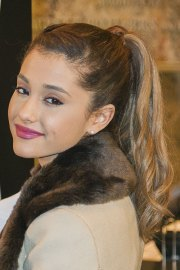 ariana grande wavy light brown