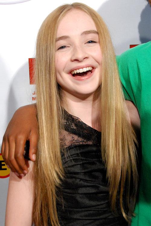 Sabrina Carpenter Straight Honey Blonde Angled, Flat