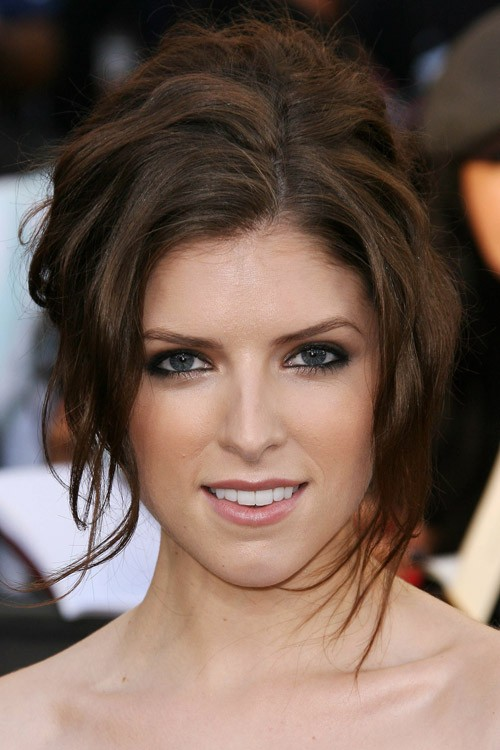 Anna Kendricks Hairstyles Amp Hair Colors Steal Her Style