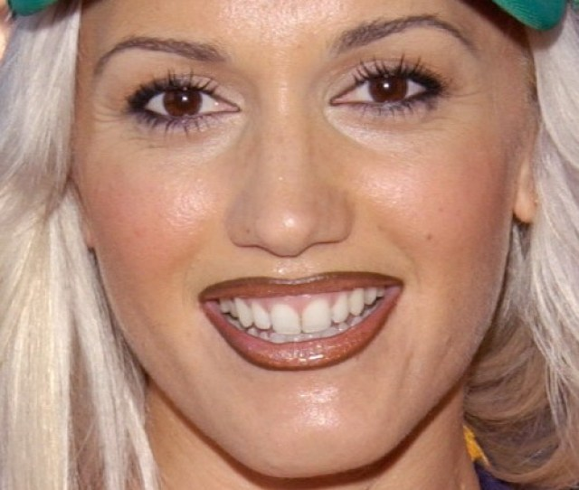 Gwen Stefani Makeup Nude Eyeshadow Pink Eyeshadow Brown Lipstick Mauve Lipstick Steal Her Style