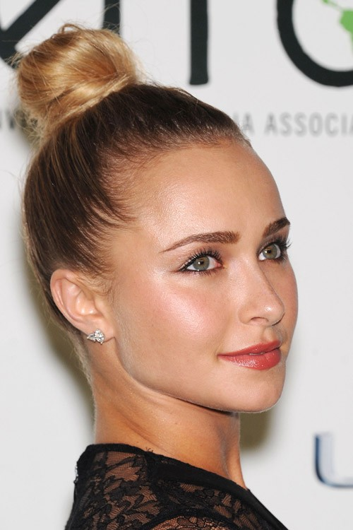 Hayden Panettieres Hairstyles Amp Hair Colors Steal Her Style