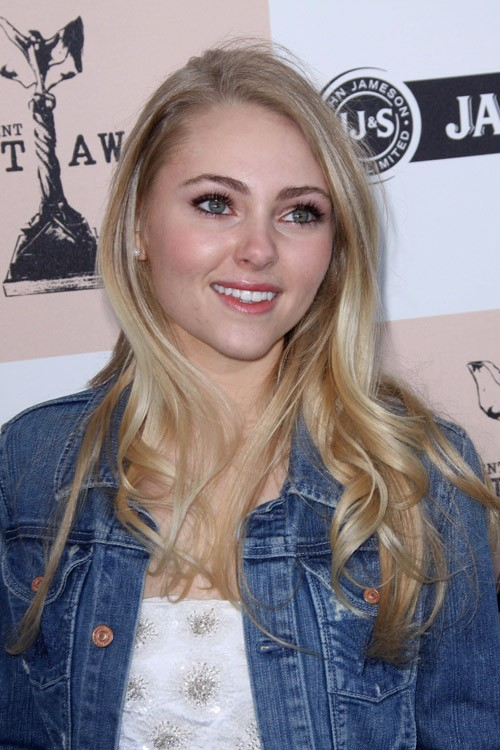 AnnaSophia Robb Wavy Ash Blonde Barrel Curls Hairstyle