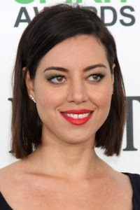 Aubrey Plaza Clothes & Outfits | Steal Her Style