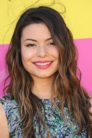 miranda cosgrove clothes & outfits