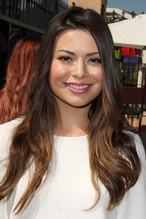 Miranda Cosgroves Hairstyles Amp Hair Colors Steal Her Style