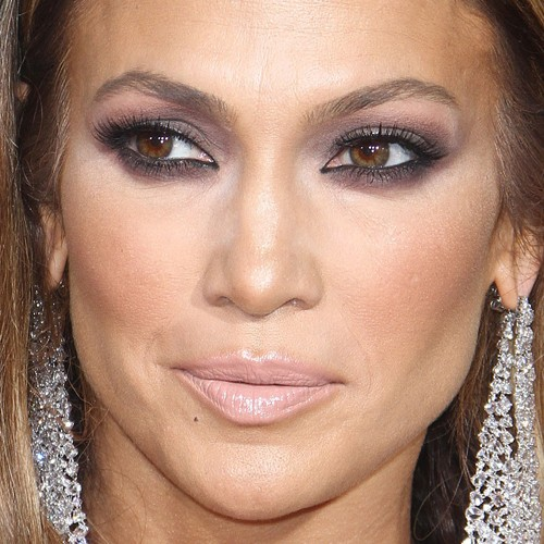 Jennifer Lopez39s Makeup Photos Products Steal Her Style