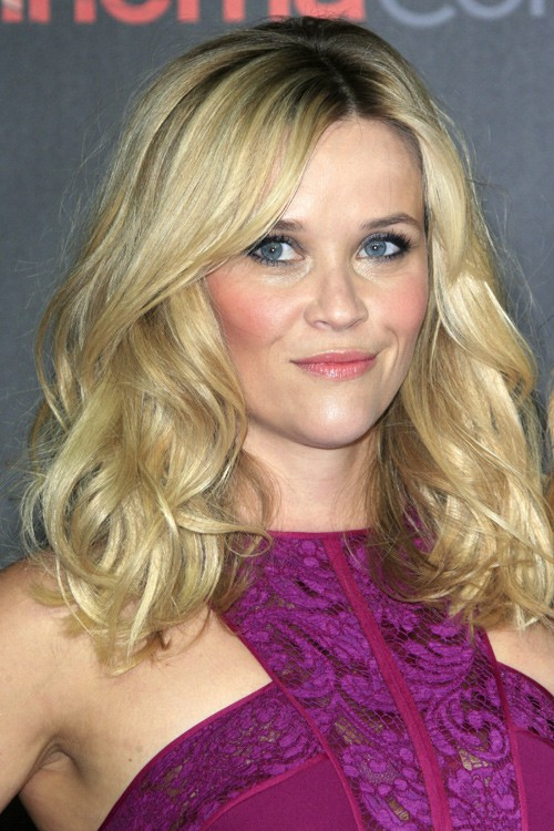 Reese Witherspoon Wavy Ash Blonde Dark Roots Hairstyle