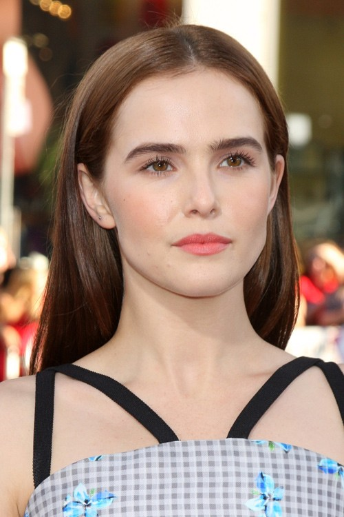 Zoey Deutchs Hairstyles Amp Hair Colors Steal Her Style