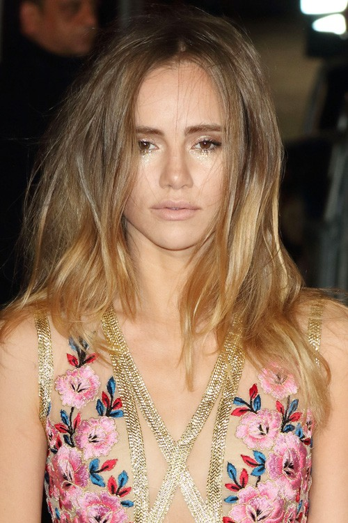 Suki Waterhouses Hairstyles Amp Hair Colors Steal Her Style