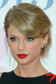 taylor swift straight light brown