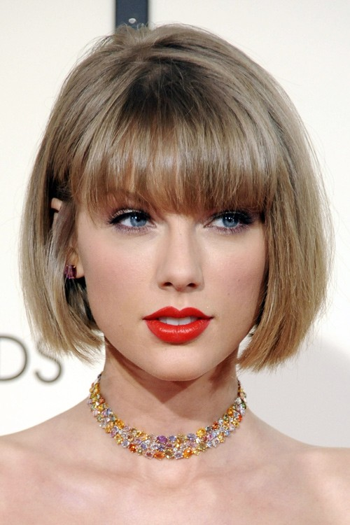 Taylor Swifts Hairstyles Amp Hair Colors Steal Her Style
