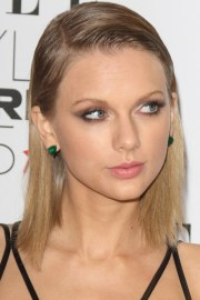 taylor swift's hairstyles & hair