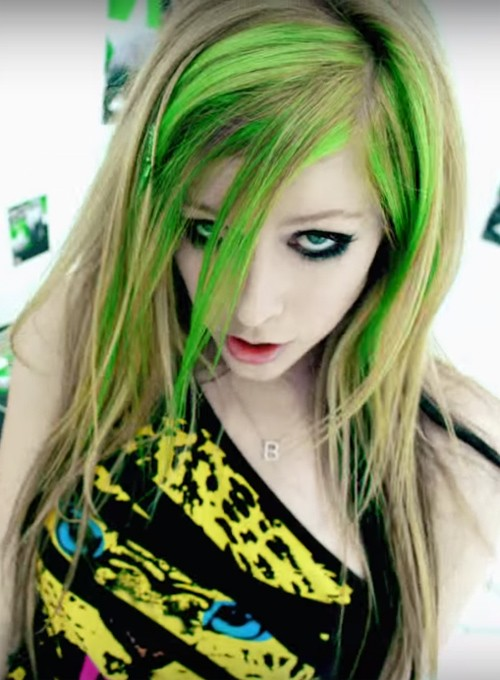 Avril Lavigne's Hairstyles & Hair Colors Steal Her Style