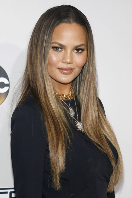 Chrissy Teigens Hairstyles Amp Hair Colors Steal Her Style